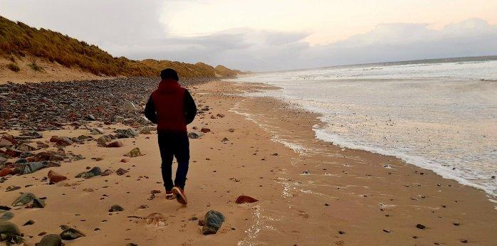 aaron-mullins-author-beach-sand-inspire-creative-writing